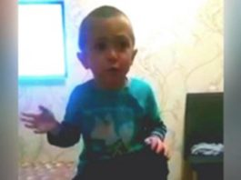 Этот 4-летний малыш учит маму, как нужно с ним говорить. Это нечто!