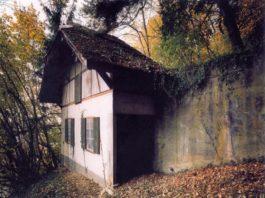 Больше 50 лет швейцарские власти  скрывали секрет этих домиков. Наконец-то правда раскрыта…