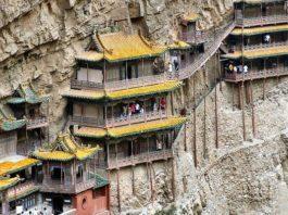 Висячий монастырь Сюанькун-сы: храм, парящий в воздухе