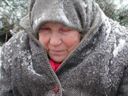 Однажды зимой я обратила внимание на женщину, которая шла по снегу в каких-то обмотках вместо обуви