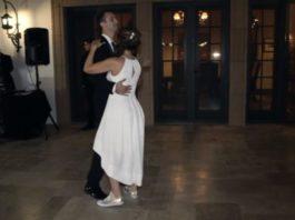 На своей свадьбе первый танец она станцевала не с мужем, а с сыновьями!