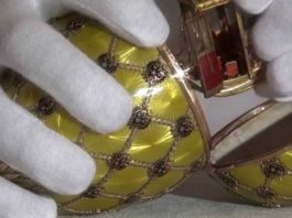 Что же спрятано внутри знаменитых яиц Фаберже? Служащие музея открыли секрет