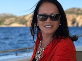 Поклонники в восторге от пляжных снимков 70-летней Софии Ротару