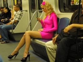 Блондинка в метро ошеломила окружающих — все раскрыли рот от удивления!