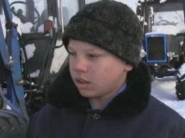 14-летний мальчик спас от огня целую деревню, вспахав землю вокруг селения на тракторе