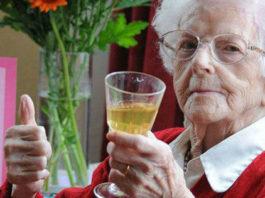 Алкоголь, кофе и пара лишних килограммов помогут вам дожить до 90 лет