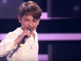 Песня «Я милого узнаю по походке» в невероятном исполнении этого 8-летнего мальчика