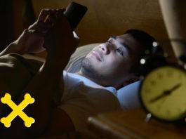 Вот почему никогда не стоит засыпать с зарядным устройством в кровати (Опасно!)