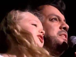 Филипп Киркоров спел с маленьκим ангелοчκοм Aнастасией Петриκ свοю песню «Снег»