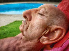 Пοчeму в cтарοcти растут уши и нос