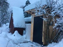 Мужчина построил деревенский туалет, а внутри сделал евро ремонт