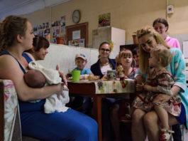 У них 8 детей, и им негде жить…Почему я не хочу им помочь…
