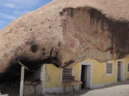 70-летний мексиканец соорудил для себя необычный дом: мужчина живет посреди пустыни